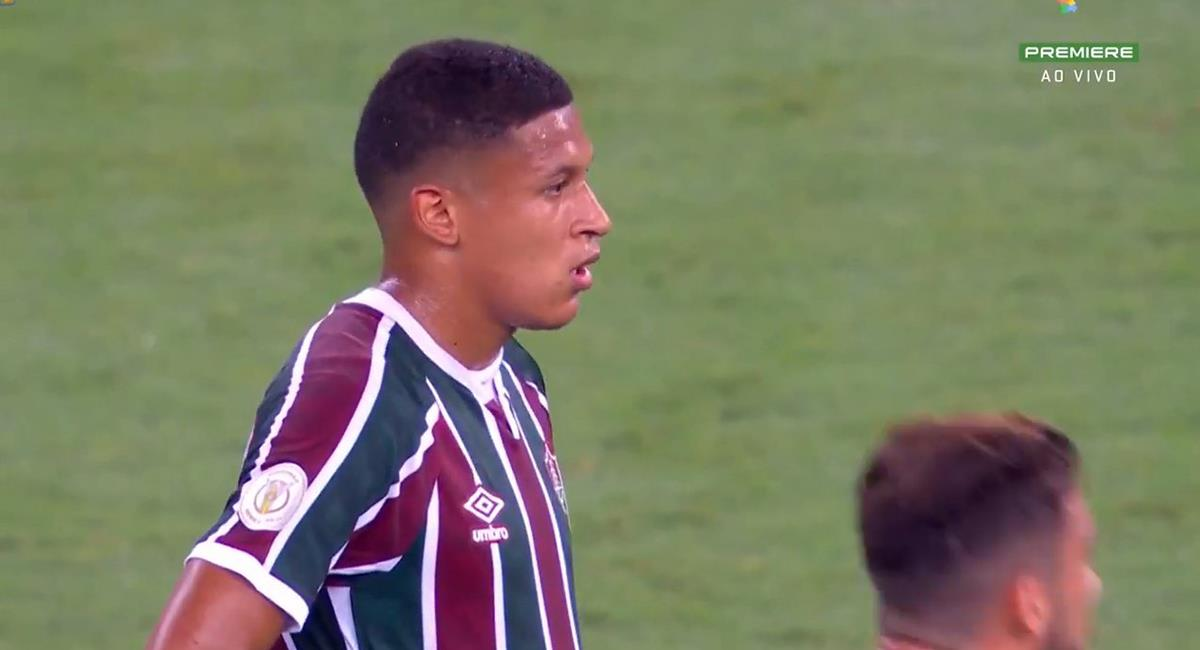 Fernando Pacheco fue titular en Fluminense. Foto: Twitter @producto_pe