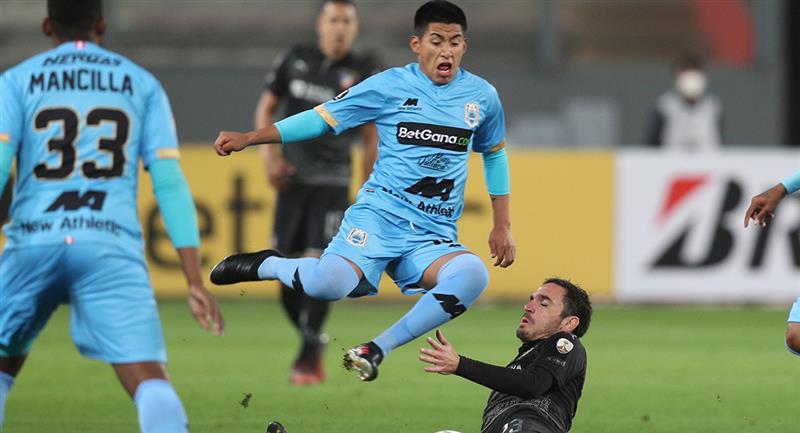 Binacional cayó 1-0 con LDU en el Estadio Nacional. Foto: EFE