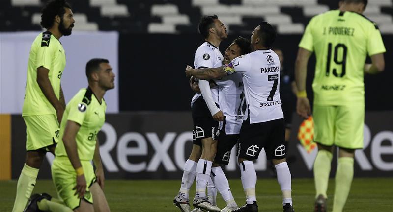 Suazo puso el empate para Colo Colo, abriendo el camino al triunfo. Foto: Twitter @Libertadores