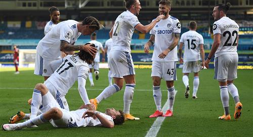 Leeds United logra su primera victoria en la Premier League al vencer 2-1 al Fulham
