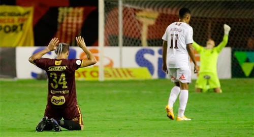 Fernando Pacheco tuvo minutos en derrota del Fluminense