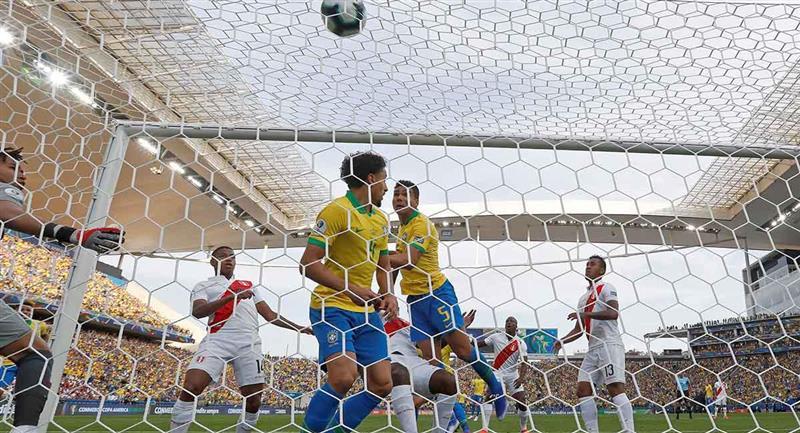 Perú y Brasil chocan en el Nacional de Lima. Foto: EFE