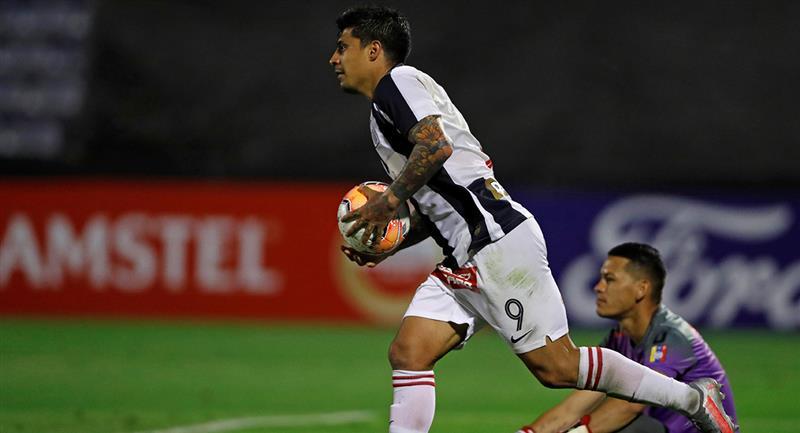 Patricio Rubio marcó sobre los minutos finales. Foto: EFE