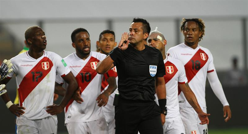 Julio Bascuñán influyó directamente con el resultado entre Perú y Brasil. Foto: Prensa FPF