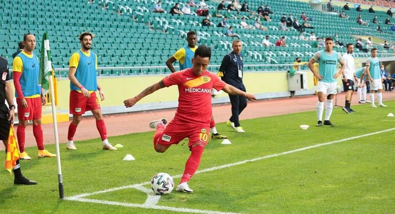 Christian Cueva destacó con el Yeni Malatyaspor de Turquía. Foto: Facebook Club Yeni Malatyaspor
