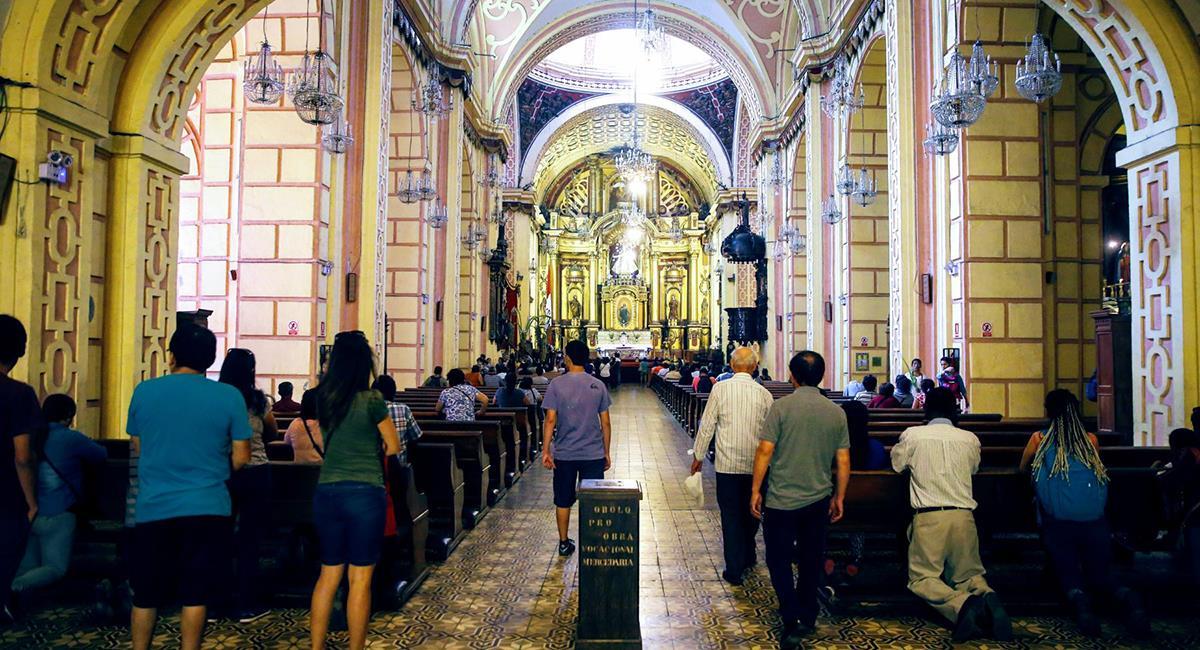 Iglesias se abrirán en noviembre con un tercio en su capacidad. Foto: Andina