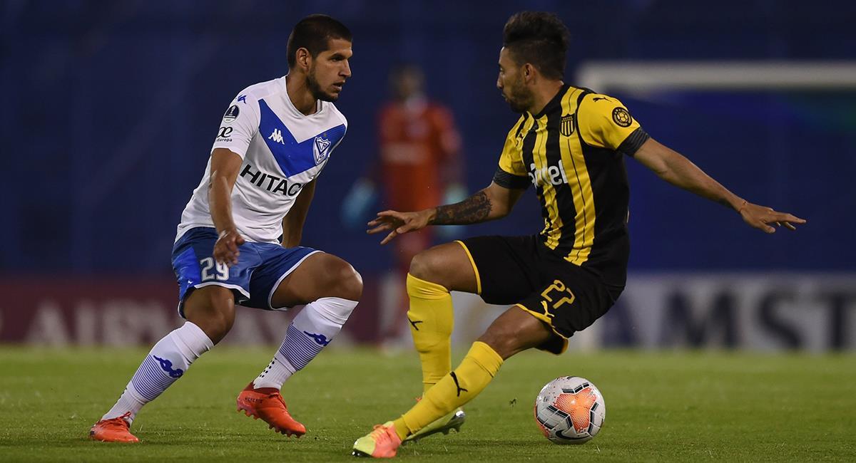 Luis Abram se mostró sólido en defensa para Vélez Sarsfield. Foto: Twitter @Velez
