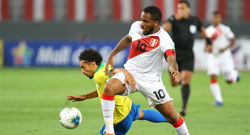 Farfán fue titular ante Brasil. Foto: Prensa FPF