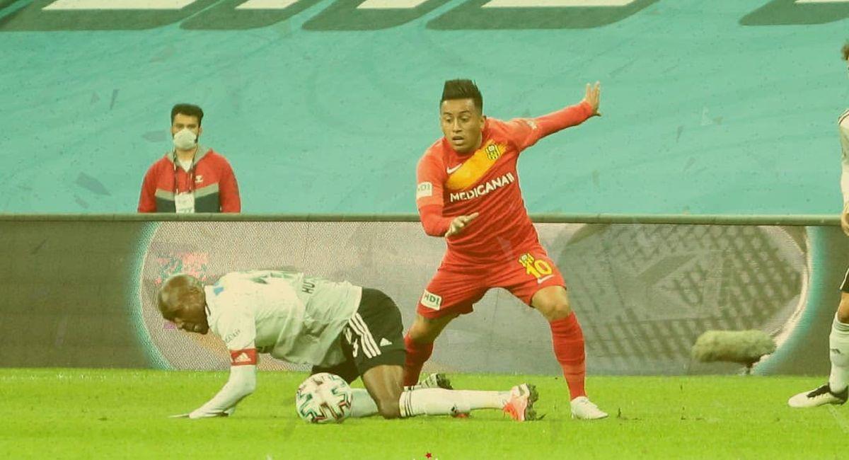 Christian Cueva en el duelo del Yeni Malatyaspor ante Besiktas. Foto: Facebook Club Yeni Malatyaspor