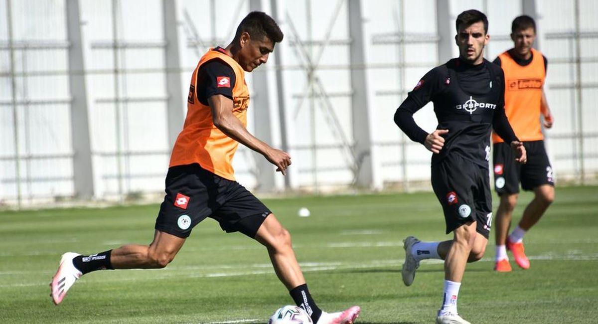 Paolo Hurtado tuvo minutos con el Konyaspor. Foto: Facebook Club Konyaspor
