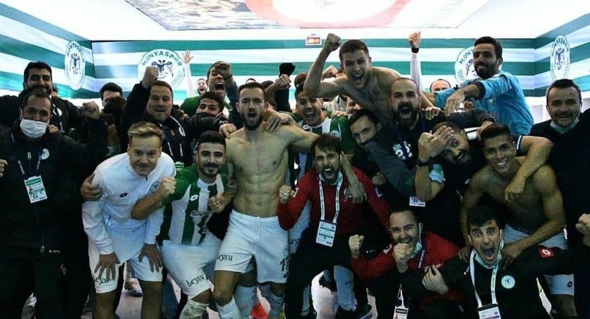 Paolo Hurtado celebró victoria con Konyaspor. Foto: Twitter @konyaspor
