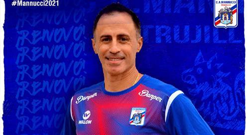 Carlos Mannucci renovó al DT Pablo Peirano tras lograr el pase a la Copa Sudamericana