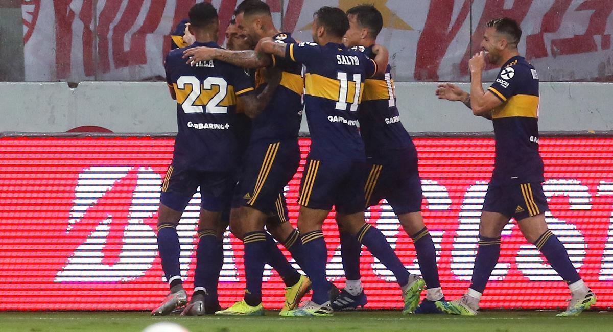 Carlos Tévez anotó el único tanto del partido ante Inter de Porto Alegre. Foto: EFE