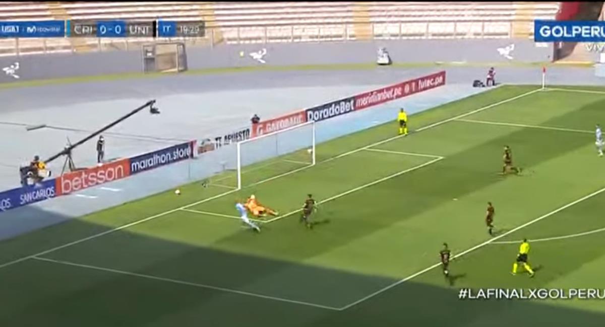 José Carvallo le negó el gol a Sporting Cristal. Foto: Youtube Captura GolPerú