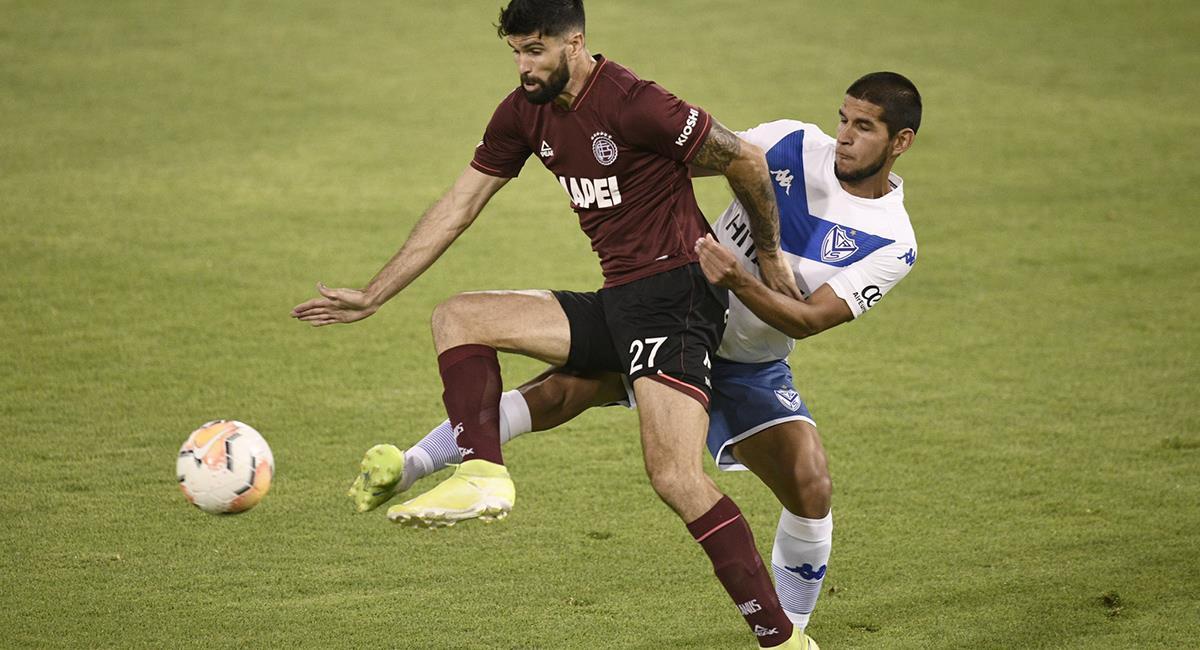 Luis Abram fue titular en la zaga de Vélez ante Lanús. Foto: Twitter @Velez