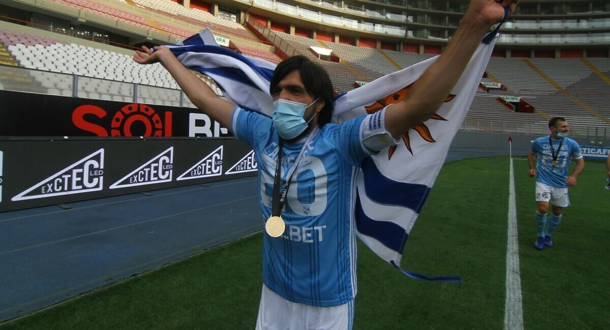 Jorge Cazulo se retira como pentacampeón del fútbol peruano. Foto: Prensa FPF