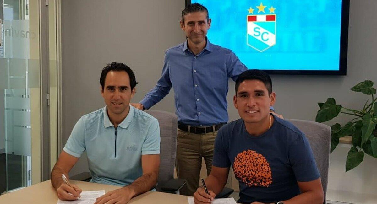 Ávila selló su firma con Sporting Cristal. Foto: Twitter Club Sporting Cristal