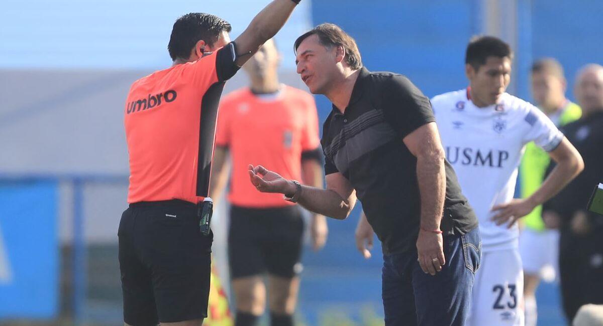 Carlos Bustos quiere 3 refuerzos para la Liga 2. Foto: Andina