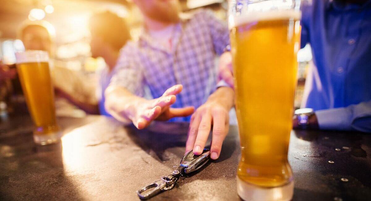 Bebidas alcohólicas complican en la COVID-19. Foto: Andina
