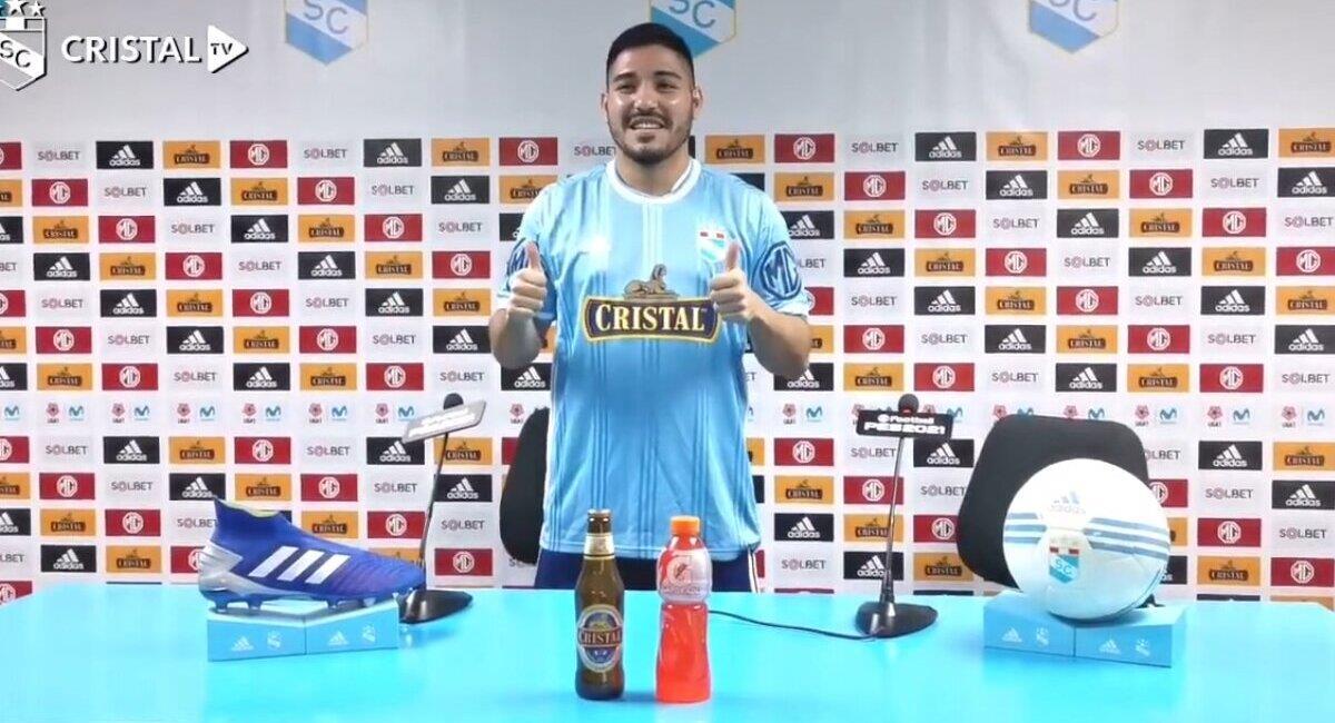 Percy Prado se puso la 'celeste'. Foto: Youtube Cristal TV (Captura)