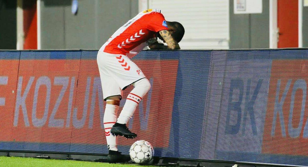 Sergio Peña no logró marcar con Emmen. Foto: Twitter FC Emmen