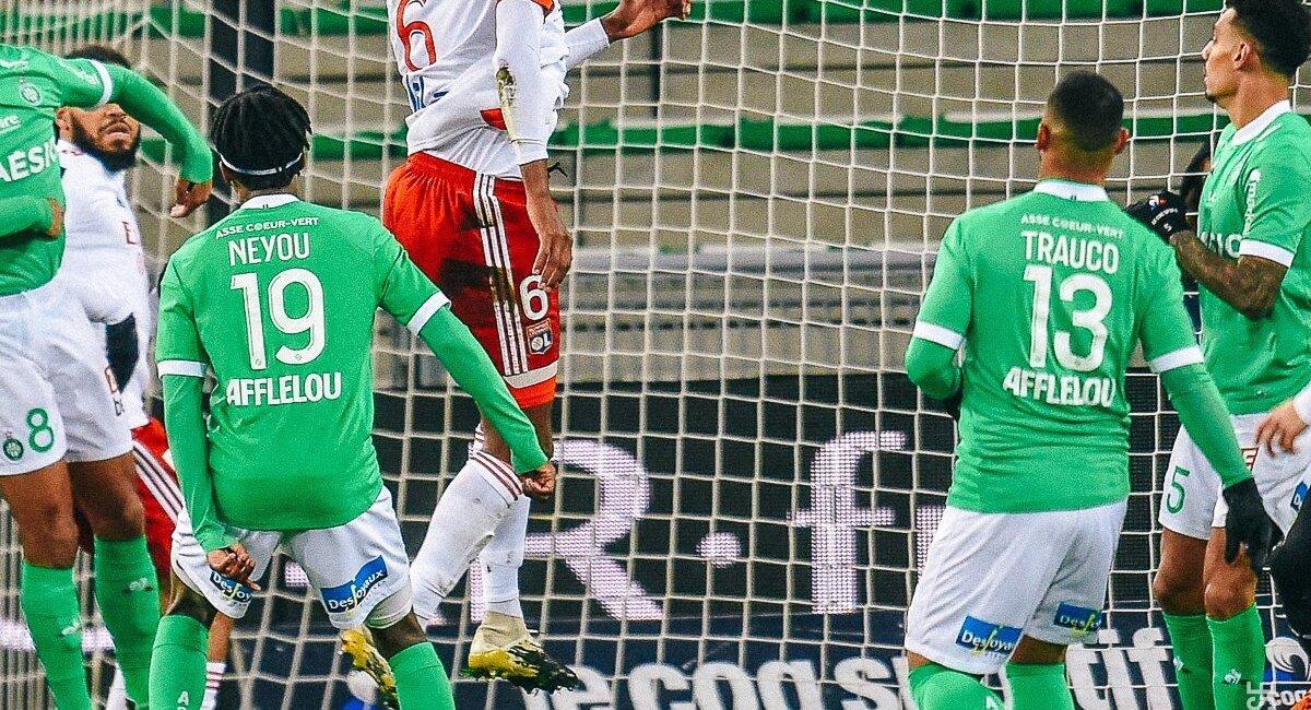 Miguel Trauco sufrió dolorosa derrota en Francia. Foto: Twitter Saint-Étienne