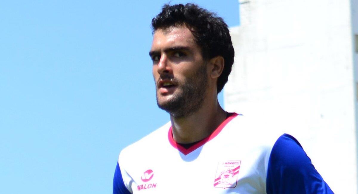 Ampuero entrenaba con Mannucci pero ya no continuará en el club. Foto: Twitter Carlos Mannucci