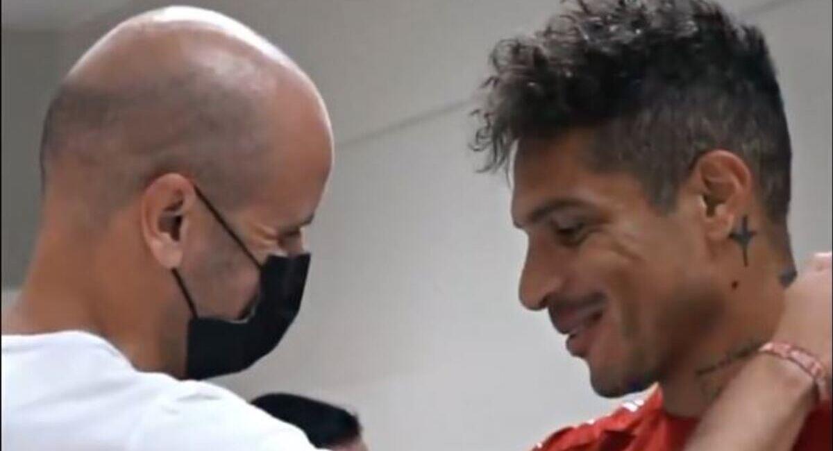 Paolo Guerrero y su primer encuentro con Ramírez. Foto: Twitter Internacional
