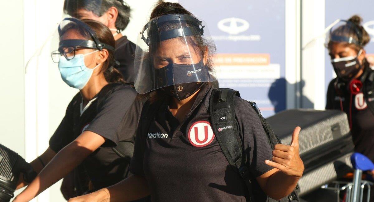 Equipo femenino de la 'U' ya está en Buenos Aires. Foto: Twitter Universitario
