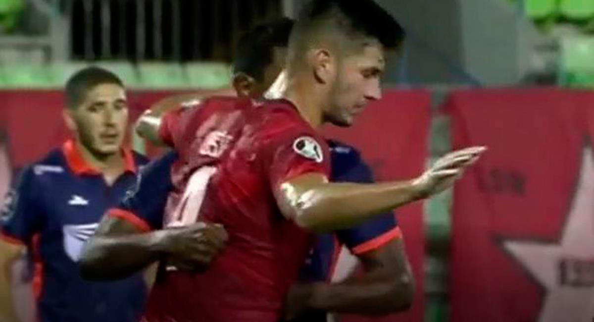 Jersson Vásquez se fue expulsado en César Vallejo. Foto: Twitter Difusión