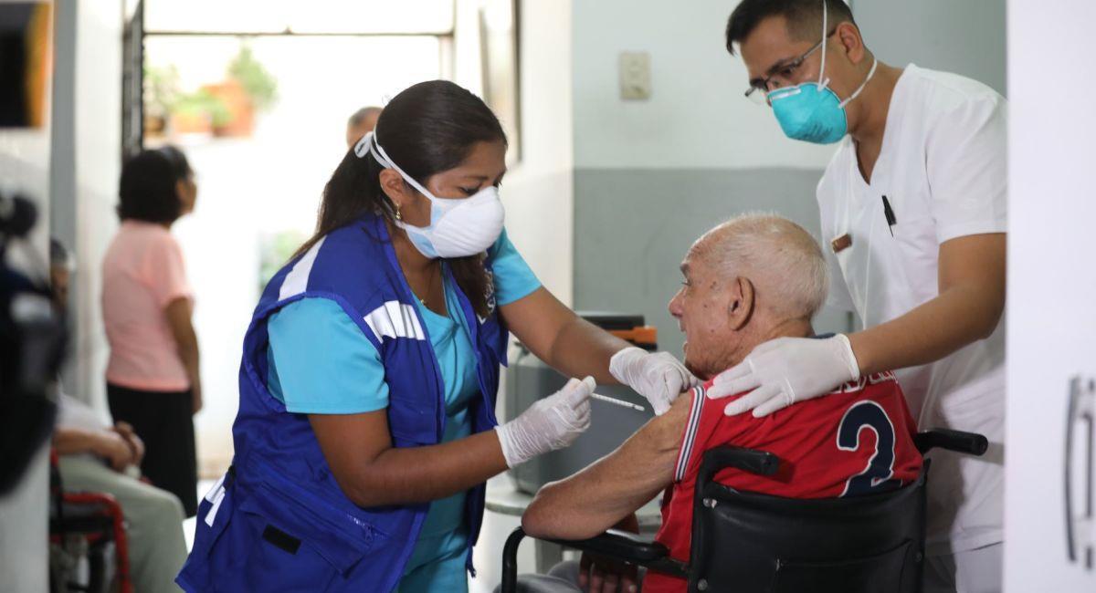 Los adultos mayores serán vacunados contra el coronavirus. Foto: Andina