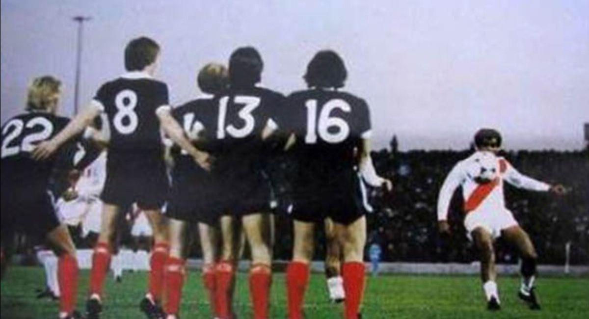 El recordado gol de tiro libre de Cubillas a Escocia. Foto: Twitter