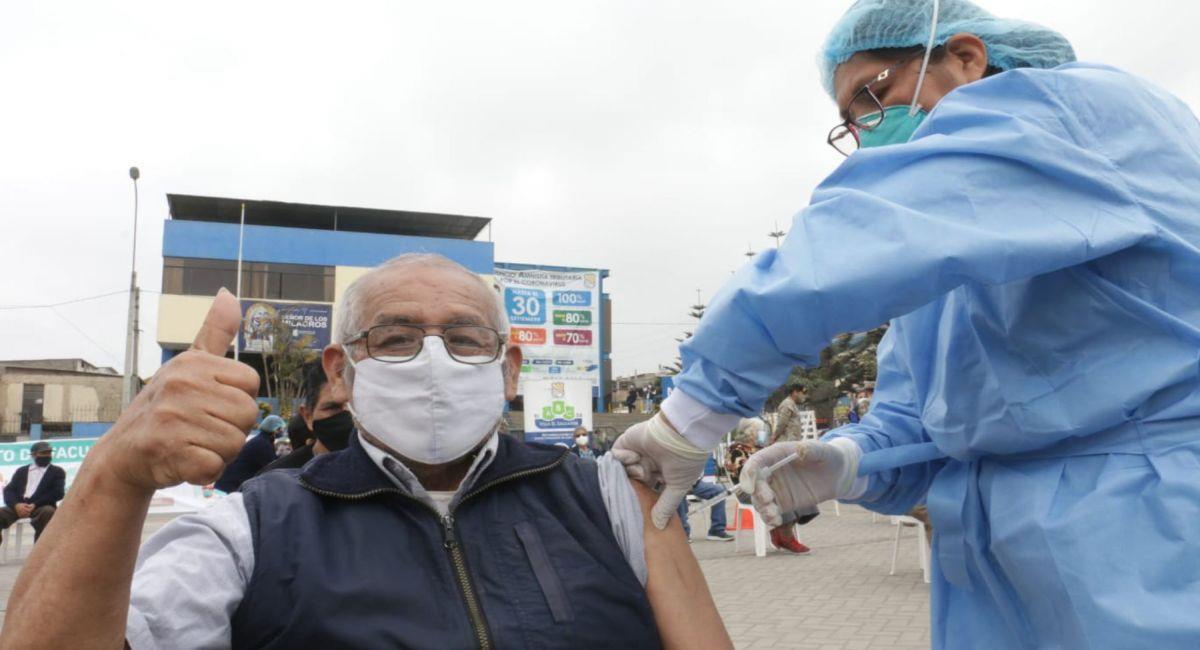 Los adultos mayores serán vacunados desde el 8 de marzo. Foto: Andina