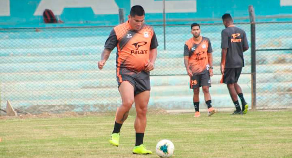 Diego Mayora dejó en evidencia su estado físico. Foto: Twitter Sport Chavelines