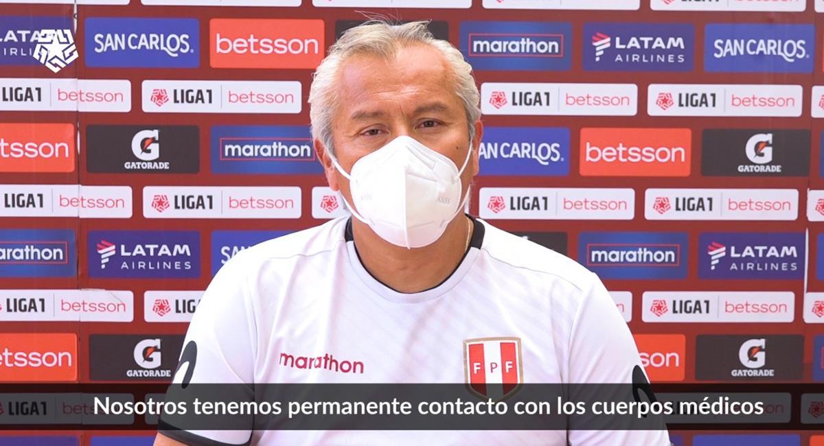 Dr. Raúl Huamán explica los protocolos en la Liga 1. Foto: Prensa FPF