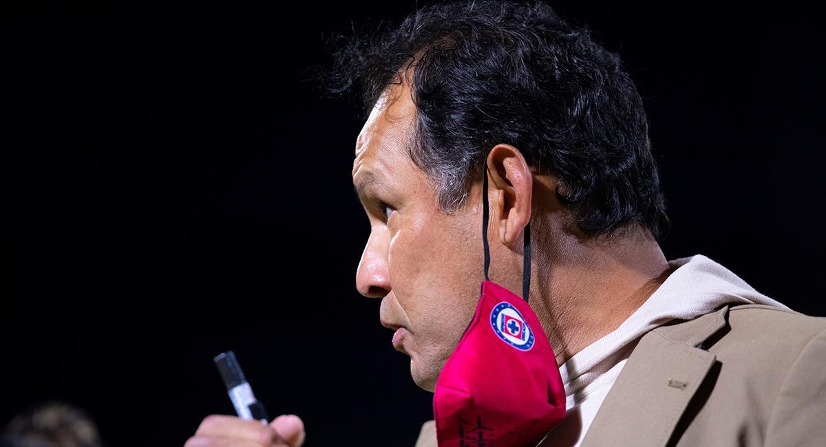 Juan Reynoso quiere más triunfos con Cruz Azul. Foto: EFE