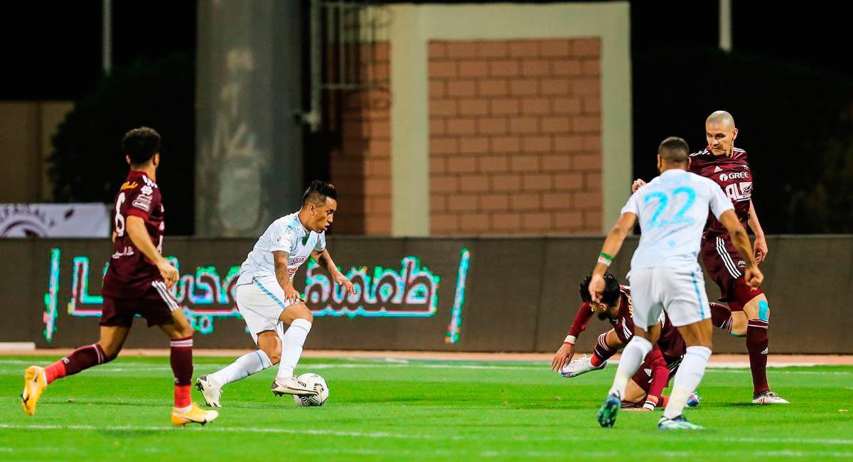 Christian Cueva marcó golazo a los 93 minutos. Foto: Twitter @FatehClub