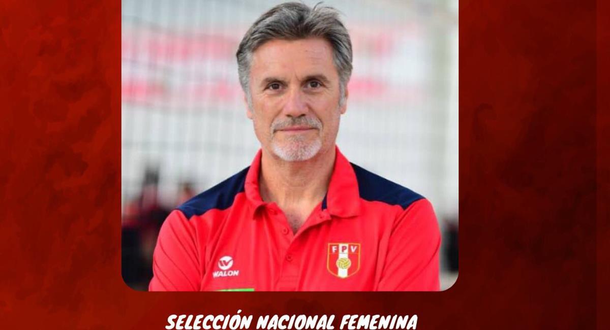 Francisco Hervás es el DT de la Selección Peruana de Vóley. Foto: Twitter FPV