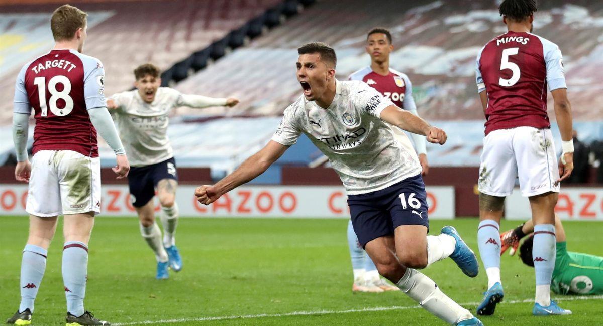 Manchester City acaricia el título de la Premier League. Foto: EFE