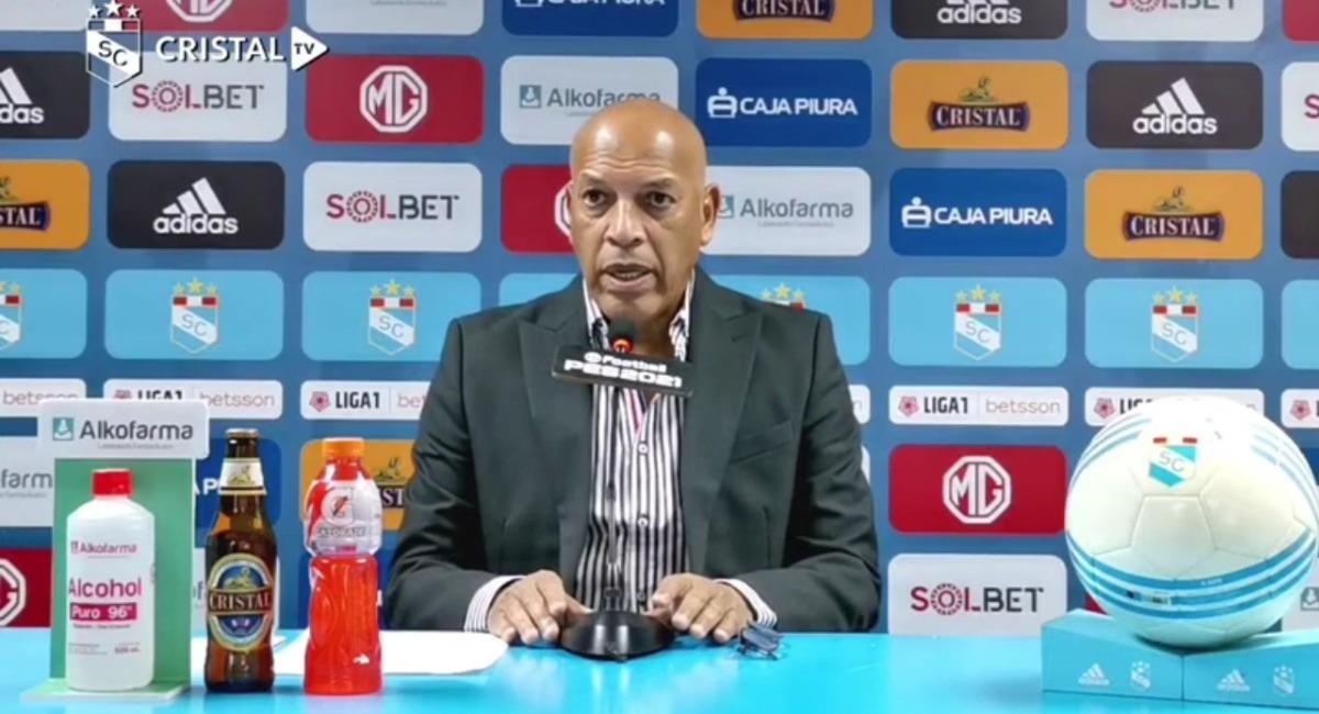 Roberto Mosquera brindó conferencia de prensa. Foto: Youtube Cristal TV