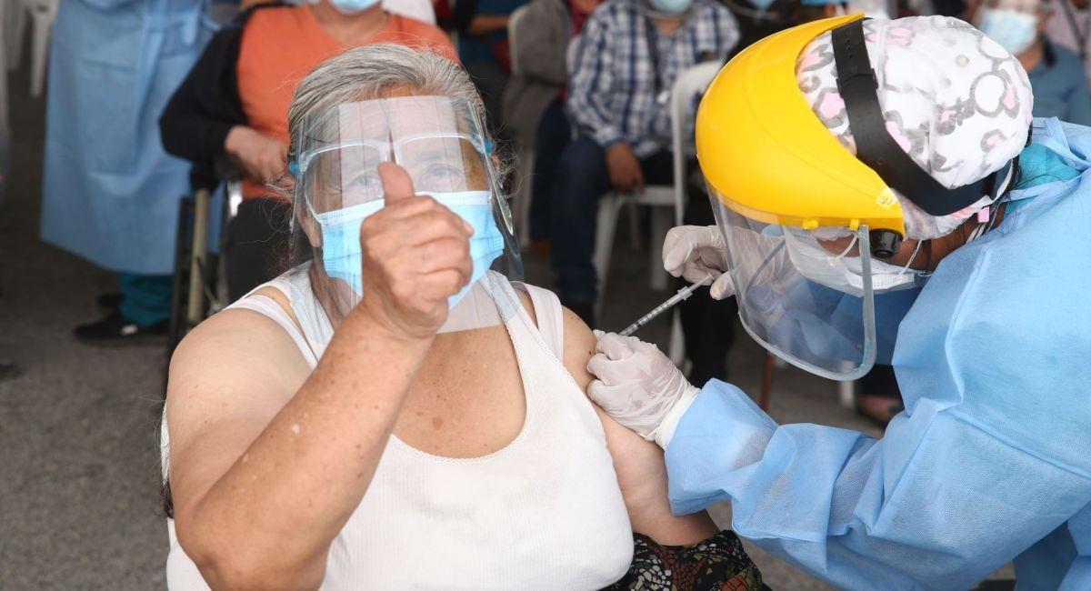Hay nuevas fechas para la vacunación de los adultos mayores en Lima. Foto: Andina