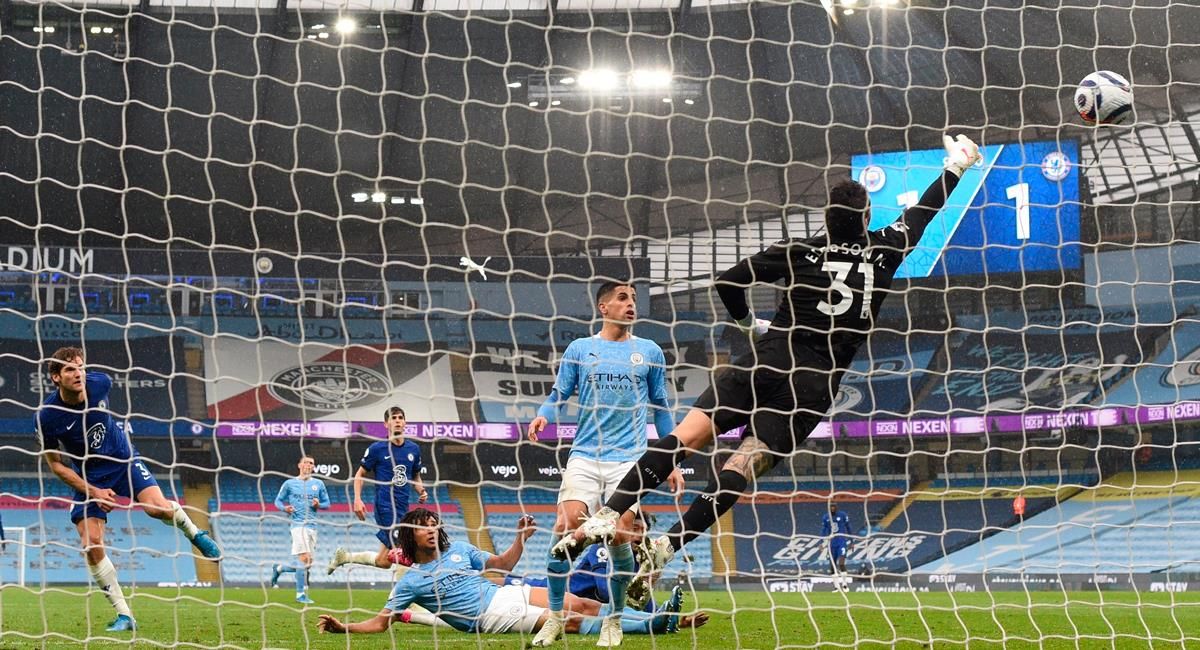 Marcos Alonso marcó sobre los minutos de añadido. Foto: EFE