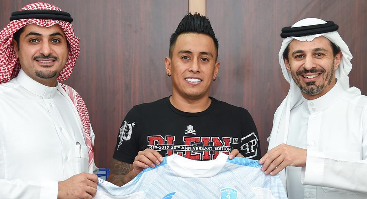 Cueva firmó renovación con Al Fateh. Foto: Twitter Al Fateh