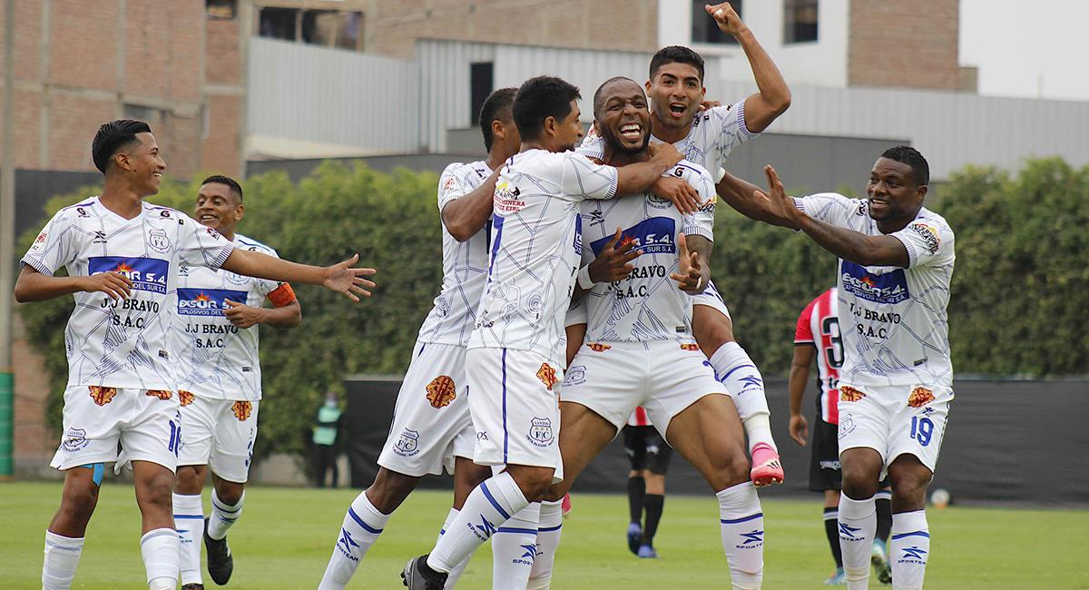 Santos FC celebra en la Videna. Foto: Twitter @LigaFutProf