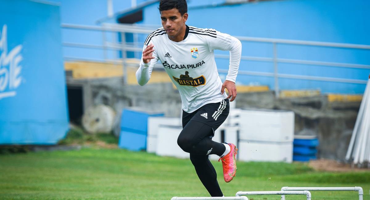Jhilmar Lora fue convocado en la Selección Peruana. Foto: Twitter @ClubSCristal