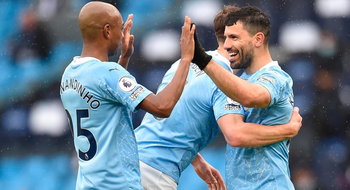 Sergio Agüero anotó un 'doblete' para celebrar el título del Manchester City. Foto: EFE