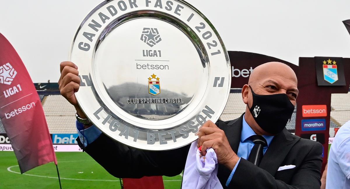 Roberto Mosquera celebró el título de la Fase 1. Foto: Twitter @LigaFutProf