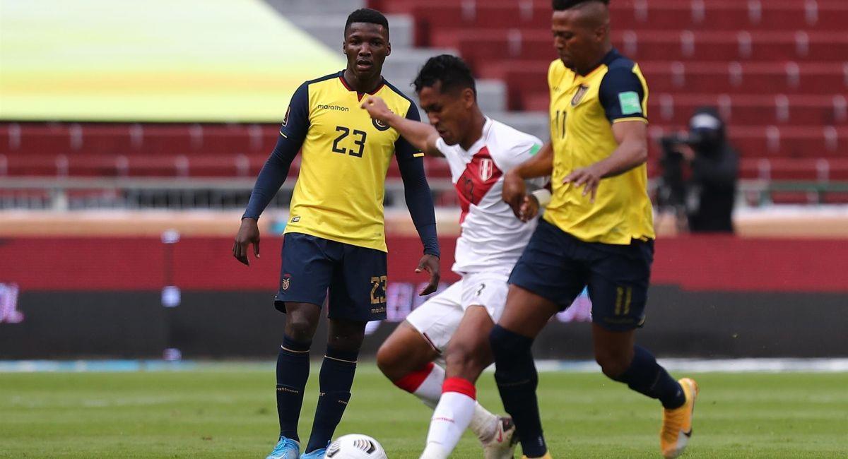 Renato Tapia en el partido ante Ecuador. Foto: EFE