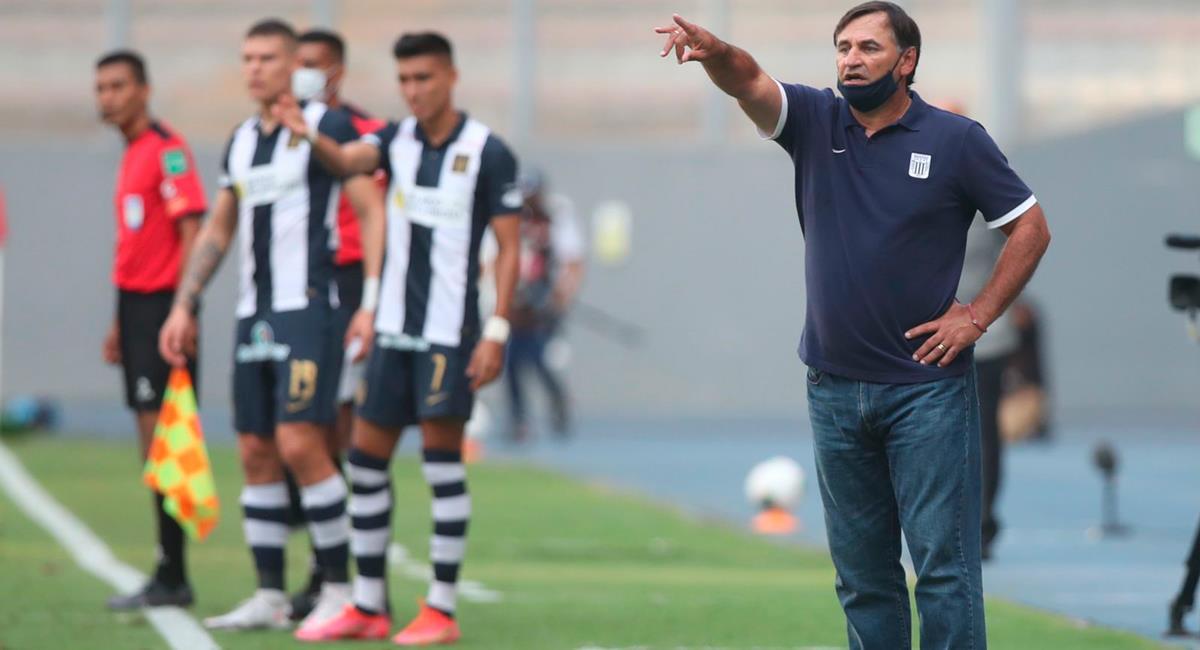 Carlos Bustos quedó insatisfecho por eliminación de Alianza Lima. Foto: Twitter @LigaFutProf