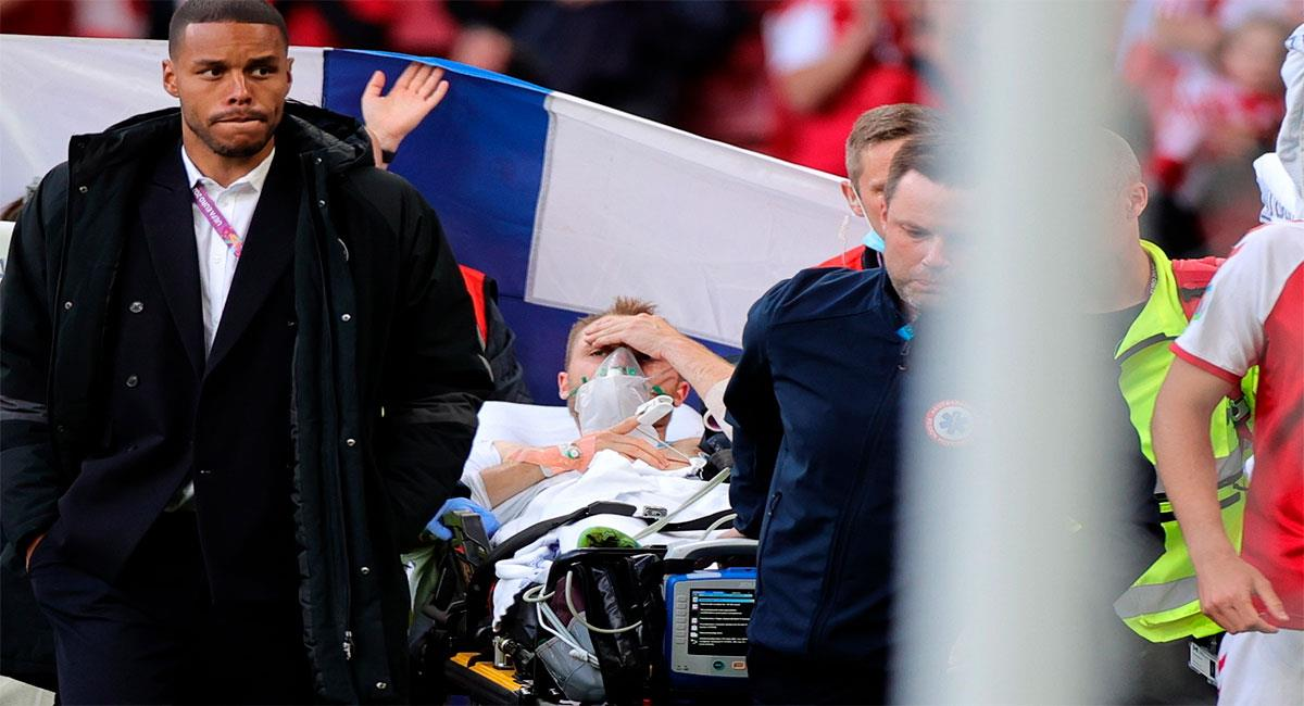 Así salió Christian Eriksen del estadio. Foto: EFE